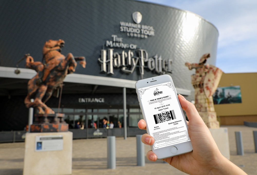 E-Ticket in front of Studio Tour